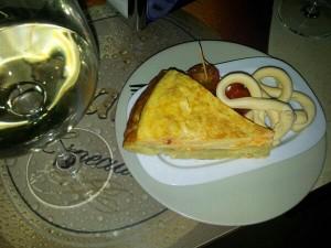 """Kiosco """"la Rosaleda"""" en el Coso, tapa Tortilla rellena de queso"""