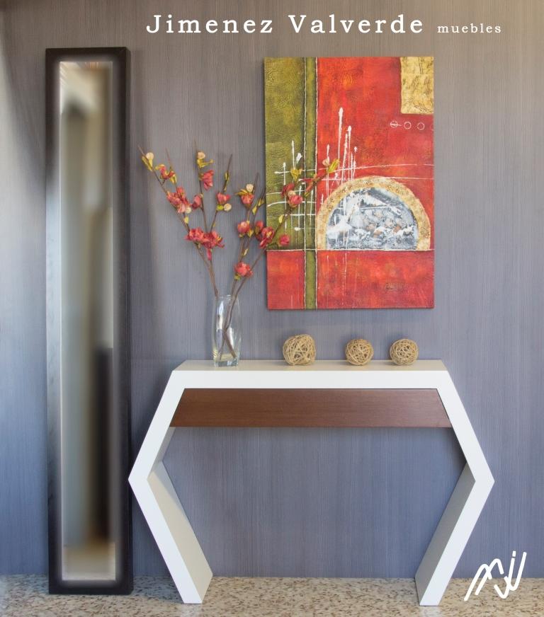 Consola con forma nido de abeja en DM en color blanco combinado con un  cajon en madera de roble mayado con tono camel.