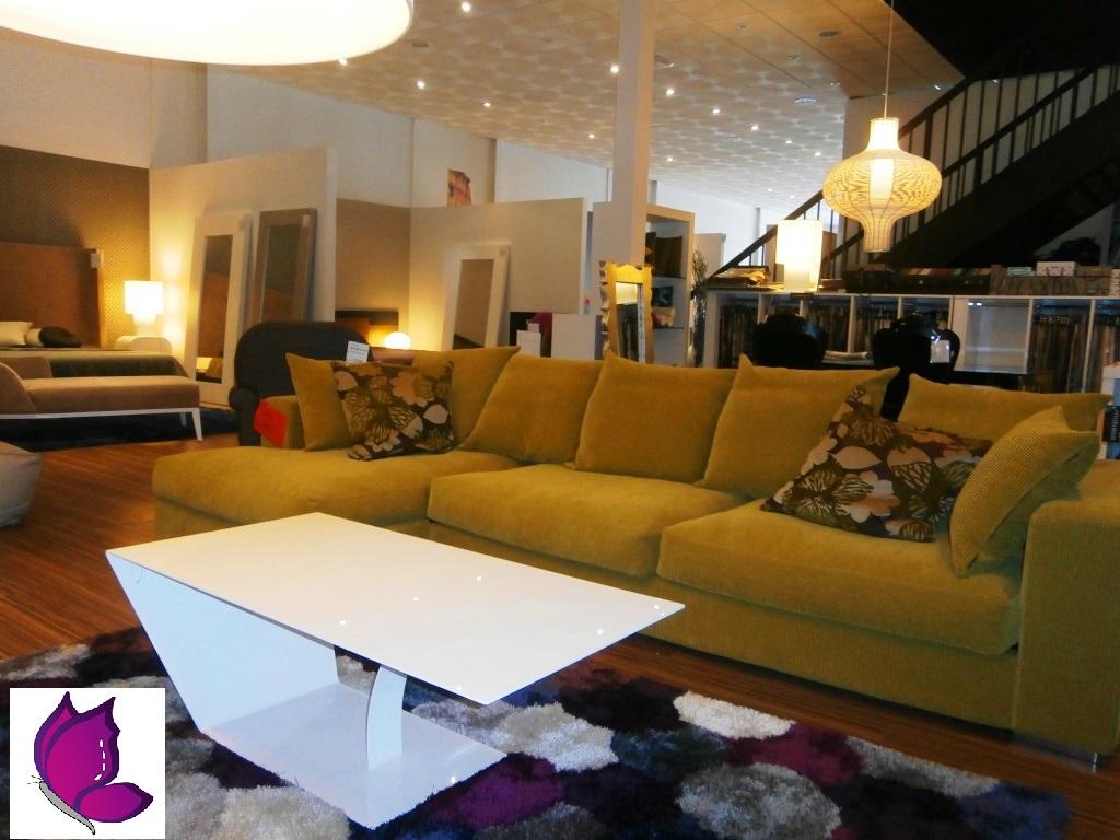 mesa y sofa