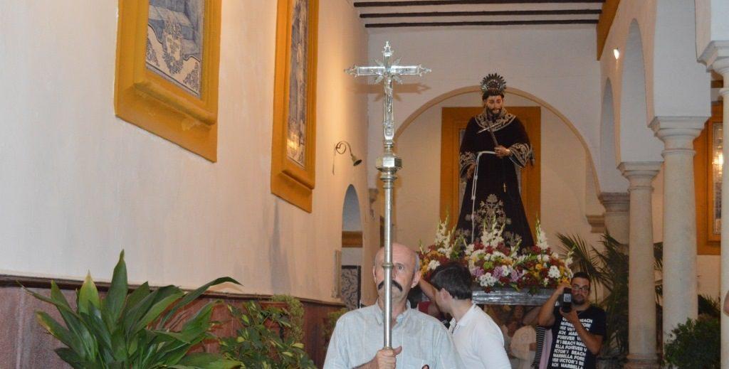 Procesión de San Francisco de Asis en el Claustro del convento