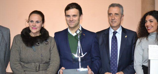 Pedro Trujillo recibe el primer premio en el Concurso de Ideas para el Velón de Lucena