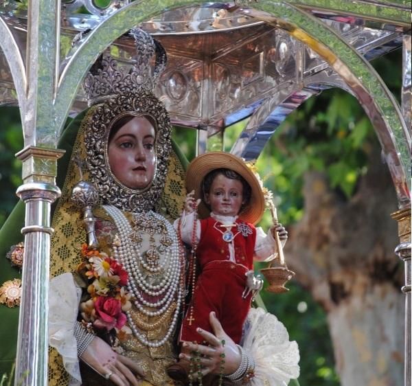 ROMERIA DE SUBIDA La Virgen de Araceli se despide de su pueblo
