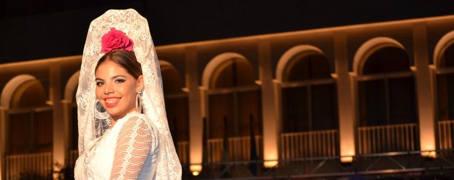 Se celebra la 1ª Pasarela Flamenca en la Plaza Nueva