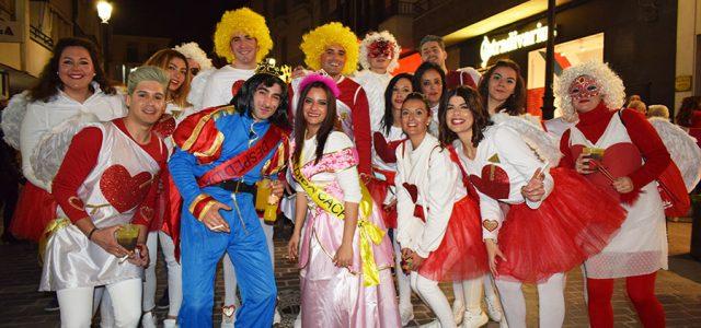 Noche de Carnaval y fantasía en el Pasacalles de Lucena 2018