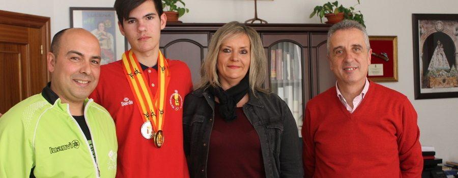 El alcalde felicita a Manuel Aranda por su reciente campeonato de España