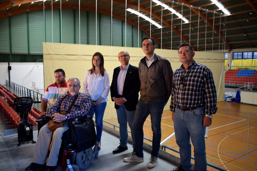 Se inaugura un ascensor y plataforma para la mejora de accesibilidad del Pabellón Cubierto Municipal