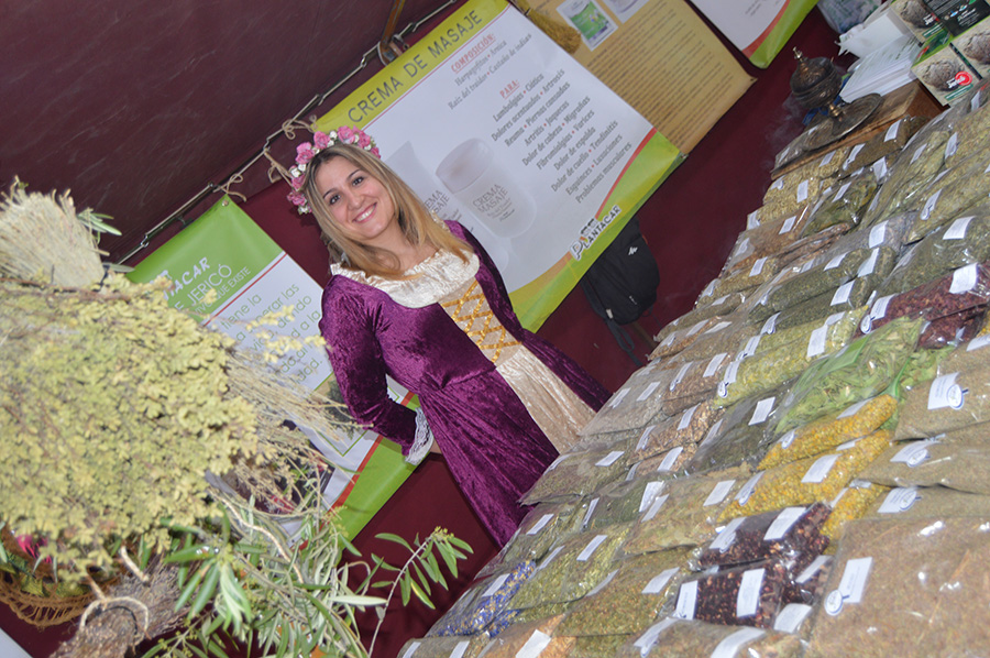 Mercado Medieval en Lucena, artesanía, color y música cautivan a los visitantes