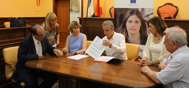 Inserta Empleo y el Ayuntamiento de Lucena firman un convenio  para fomentar la integración laboral de las personas con discapacidad