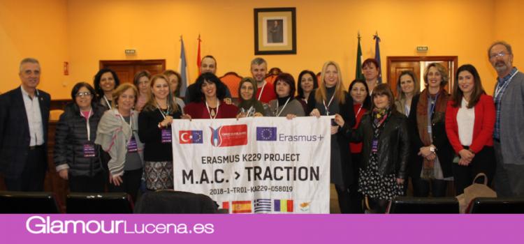 Docentes de cinco países europeos visitan Lucena con el proyecto Erasmus que desarrolla el CEIP Al-Yussana