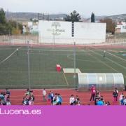 El Ayuntamiento de Lucena adjudica la sustitución del césped artificial del campo de fútbol en 119.000 euros