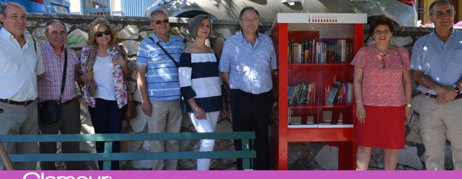 Se pone en marcha la iniciativa «Libros libres» con estanterías de libros en plena calle