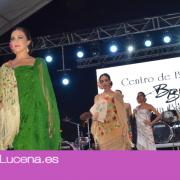 La Caseta Municipal acoge un desfile de mantones y abanicos del Siglo XIX