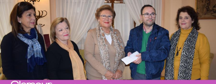 Mujeres en Igualdad hace entrega a AMFE un donativo 1.150 Euros recaudado en su almuerzo benéfico
