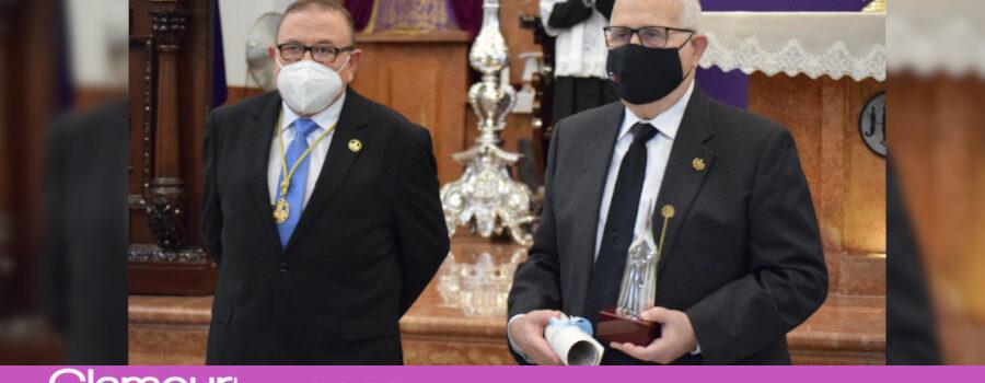 Entrega del Premio Cofrade Manuel Ramírez a D.Gonzalo Beato Cobos en la ceremonia de apertura del Año Cofrade