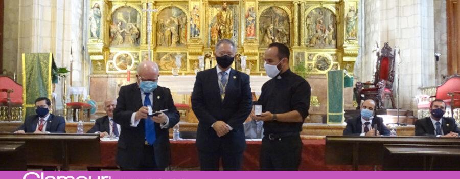Francisco Rodríguez Delgado y el sacerdote David Matamala Manosalvas distinguidos en la Junta General de la Archicofradía Aracelitana